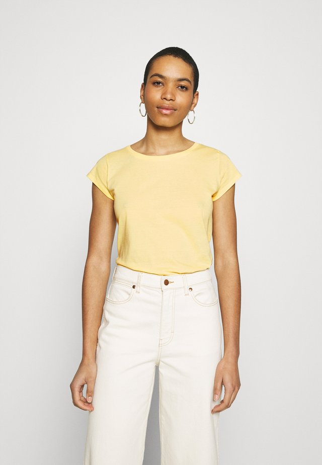 FAVORITE TEASY - Basic T-shirt - pale banana