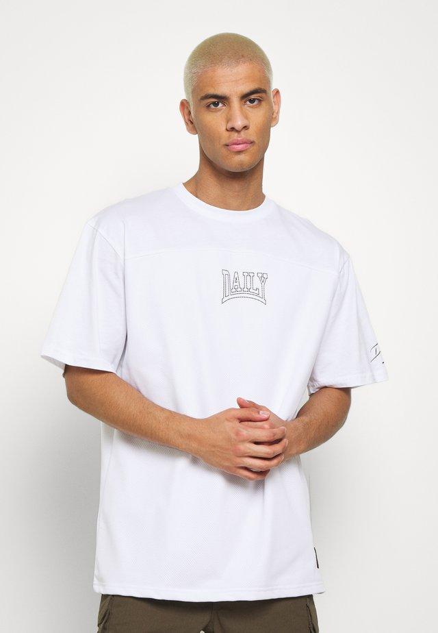 OVERSIZED US FOOTBALL - T-shirt print - white