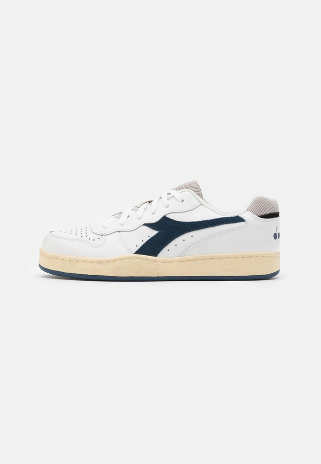 BASKET USED UNISEX - Sneakersy niskie - white/blue dark denim