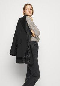 Bruuns Bazaar - AISHA EMILY CARDIGAN - Cardigan - light grey - 3