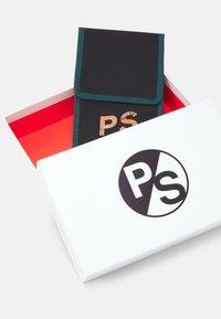 PS Paul Smith - EXCLUSIVE NECK WALLET - Peněženka - black - 4