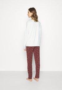 TOM TAILOR - XMAS ONECK  SET - Pyjamas - red dark allover - 2