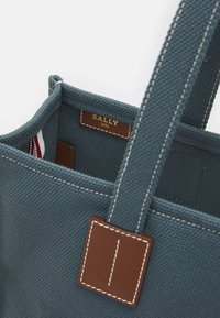 Bally - CABANA CRYSTALIA CASUAL TOTE - Handbag - flow - 4