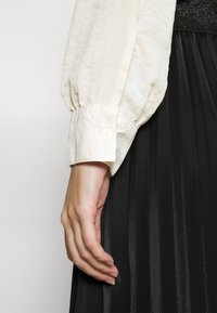 Vero Moda - VMISABELLA FRILL  - Blouse - birch - 6
