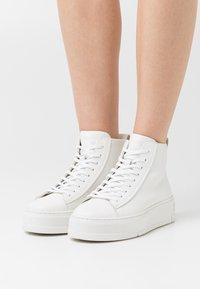 Vagabond - JUDY - High-top trainers - white - 0