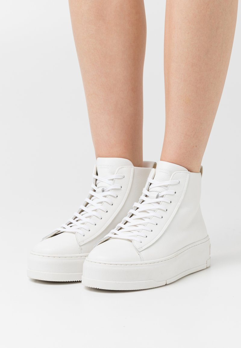 Vagabond - JUDY - High-top trainers - white