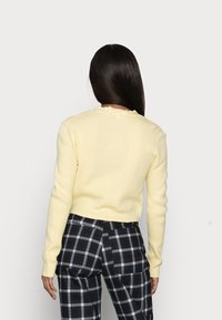 Missguided Petite - CROP CARDIGAN - Cardigan - pale yellow - 2