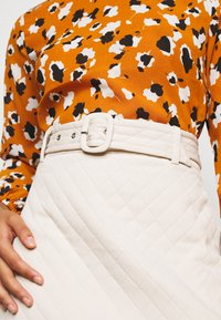 Fashion Union Petite - JEEVES SKIRT - Áčková sukně - cream quilted - 5