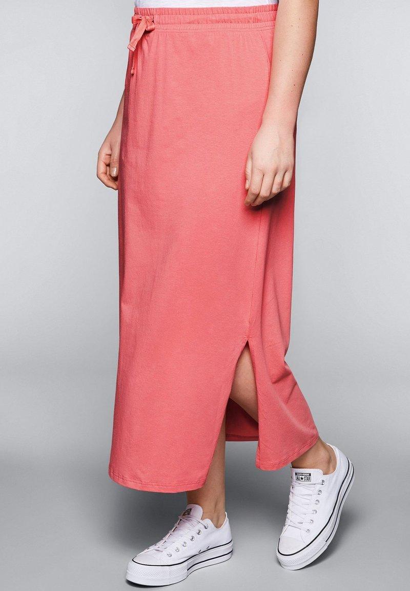 Sheego - Maxi skirt - korallrot