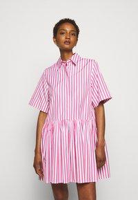 Victoria Victoria Beckham - A-LINE BROAD STRIPE SHIRT DRESS - Sukienka koszulowa - pink/white - 0