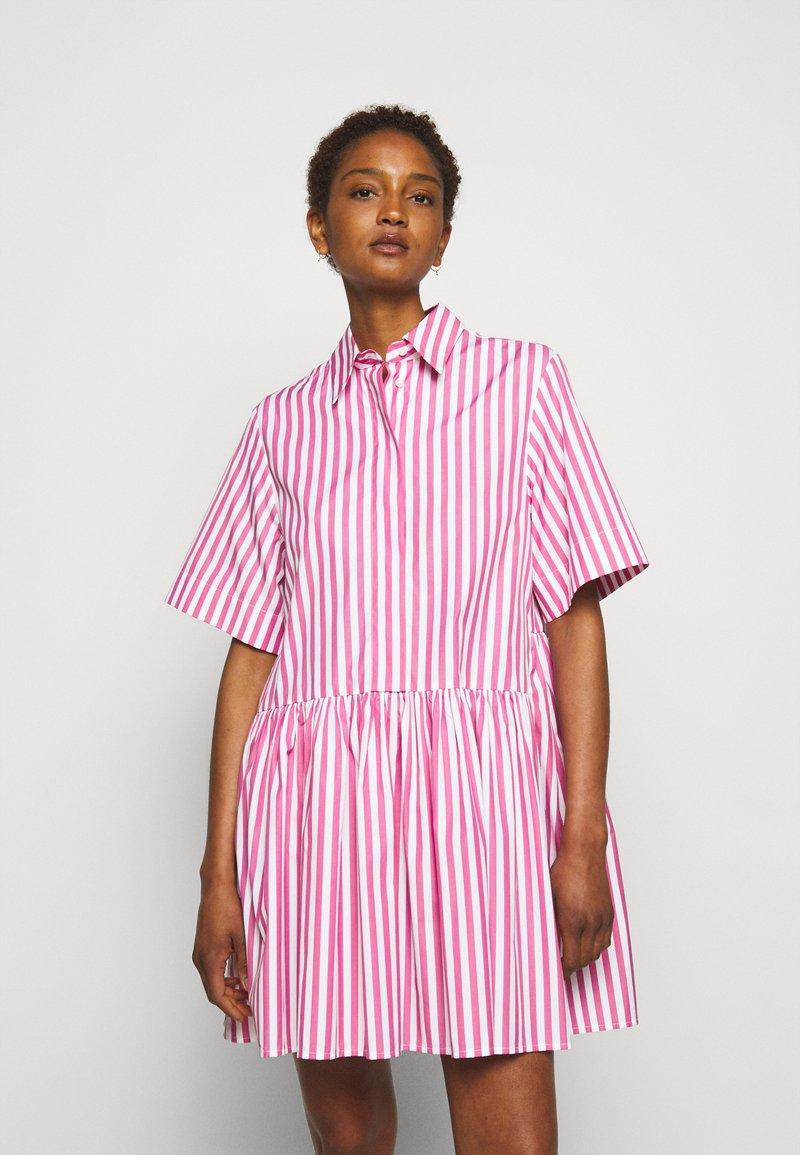 Victoria Victoria Beckham - A-LINE BROAD STRIPE SHIRT DRESS - Sukienka koszulowa - pink/white