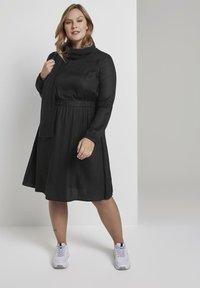 MY TRUE ME TOM TAILOR - FLUENT ELASTIC WAIST DRESS - Day dress - black - 1