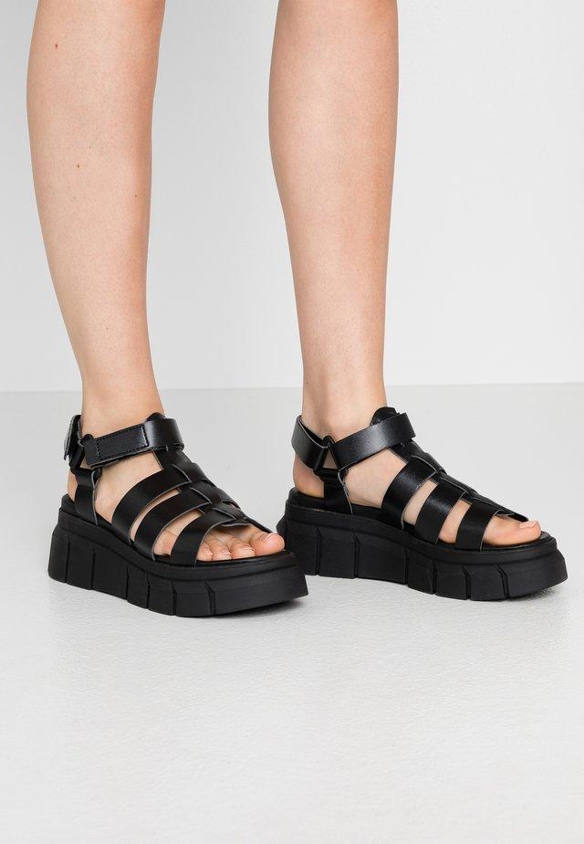 Korkeakorkoiset sandaalit - black