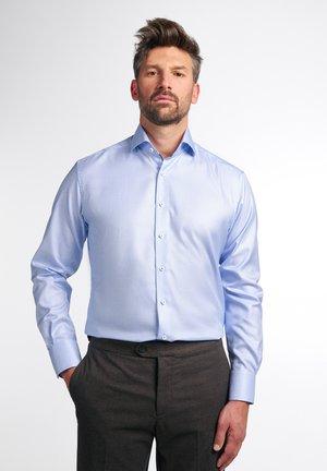 MODERN FIT - Skjorte - hellblau