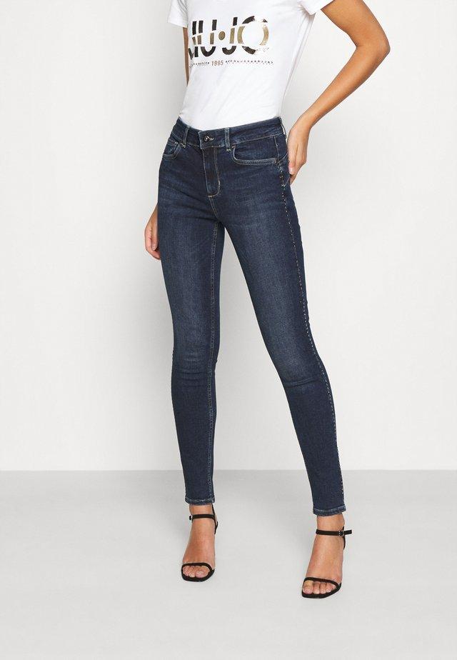 DIVINE - Jeans Skinny Fit - blue arboga wash