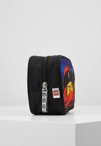 Lego Bags - TOILETRY BAG - Handbag - Urban Red/Black - 4