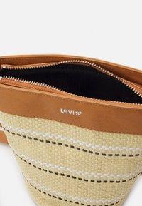 Levi's® - WOMENS BUCKET BAG - Skulderveske - sand - 2