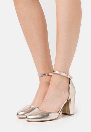 WIDE FIT DELANY COURT - Classic heels - gold