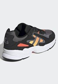 adidas Originals - YUNG-96 CHASM SHOES - Trainers - black - 2