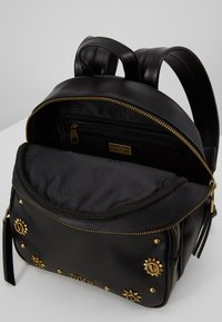 Versace Jeans Couture - SMALL BACKPACK STUD BORDER DETAIL - Rucksack - nero - 2