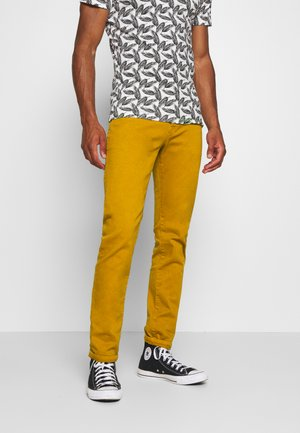 DYED COLOURS - Jeans slim fit - tobacco