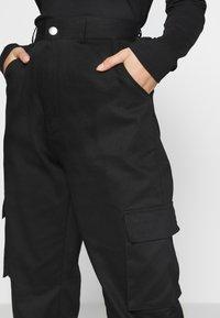 Missguided Petite - PLAIN CARGO TROUSER - Pantaloni cargo - black - 5
