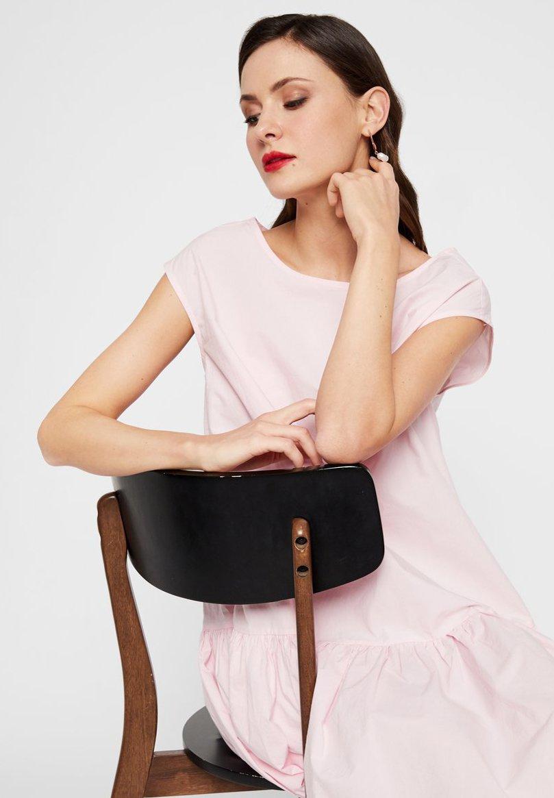 YAS Robe d'été - cradle pink