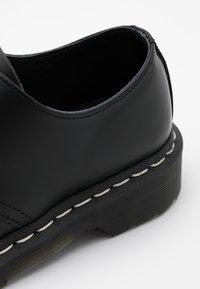 Dr. Martens - 1461 - Sznurowane obuwie sportowe - black smooth - 5
