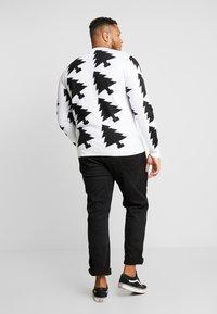 Jack´s Sportswear - XMAX TREES - Jumper - white - 2