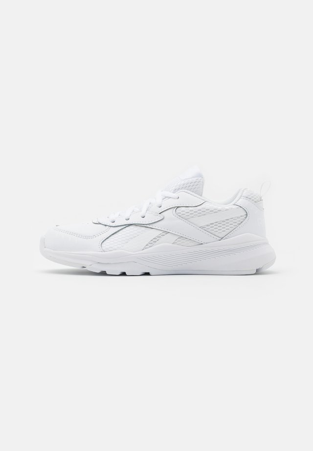 XT SPRINTER - Neutral running shoes - white