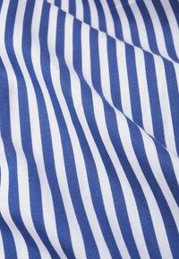 IVY & OAK - Robe longue - stripe - illuminate blue - 4