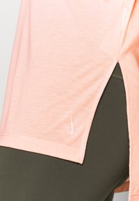 Nike Performance - DRY LAYER  - T-shirt sportiva - arctic orange/orange pearl - 4