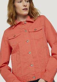 TOM TAILOR - MIT KNITTERDETAILS - Denim jacket - smooth papaya red - 3