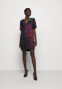Just Cavalli - Denní šaty - multicolor variant - 1