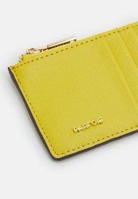 PARFOIS - CARD HOLDER BASIC JUNGLE - Wallet - yellow - 3