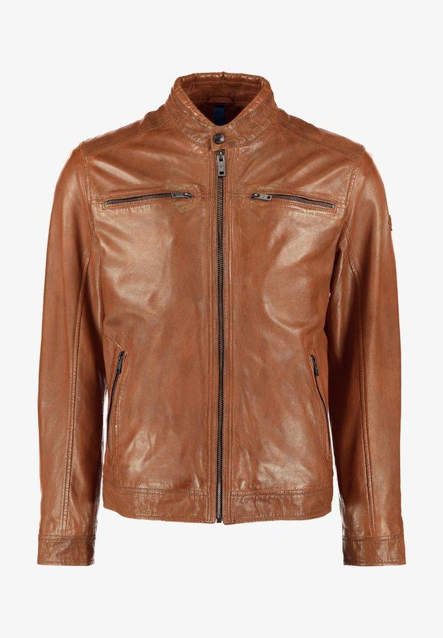 MIT ABGESETZTEM BUND UND STEHKRAGEN - Leather jacket - cognac