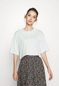 Monki - ELINA TOP 2 PACK - Basic T-shirt - green dusty light/white - 2