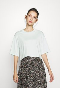 Monki - ELINA TOP 2 PACK - Jednoduché triko - green dusty light/white - 2