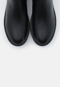 ONLY SHOES - ONLBRANDY CHELSEA BOOTIE  - Platåstøvletter - black - 5