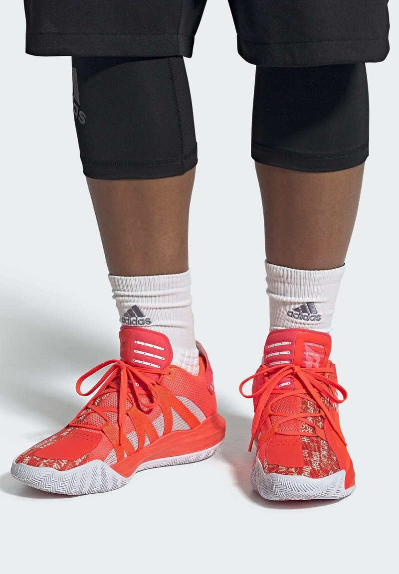 adidas Performance - DAME 6 SHOES - Basketbalschoenen - orange
