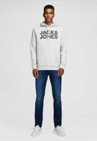 Jack & Jones - JJECORP LOGO HOOD - Hoodie - light grey - 1