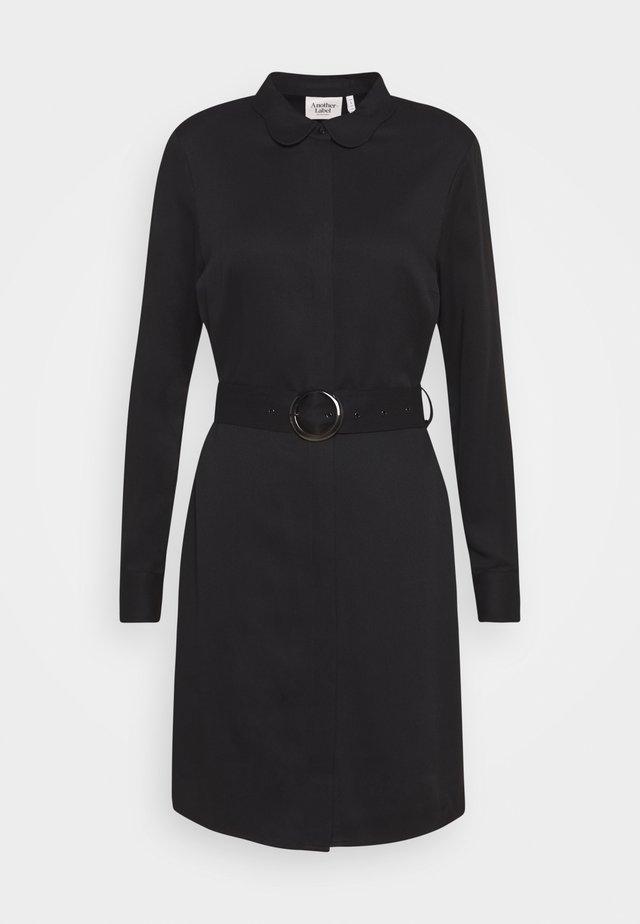 PERI BELT DRESS - Vestido camisero - black