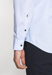 Seidensticker - MANDARIN TAPE SLIM FIT - Shirt - hellblau - 6