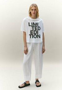 Massimo Dutti - LIMITED EDITION - T-shirt imprimé - white - 1