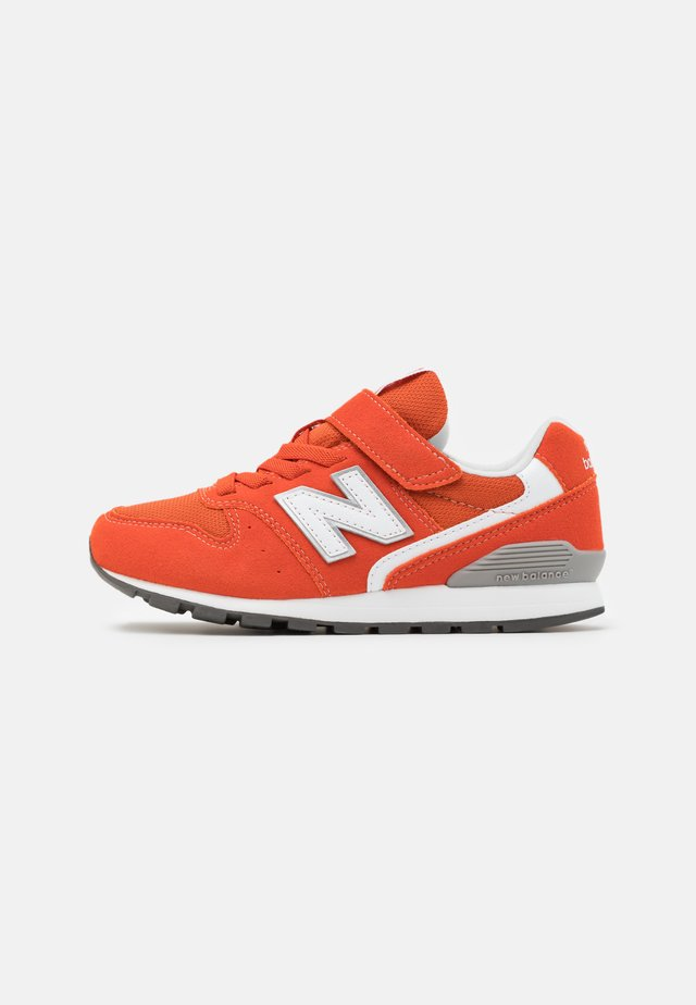 YV996COR - Sneakers laag - orange