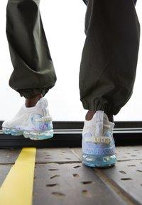 Nike Sportswear - AIR VAPORMAX 2020 FK UNISEX - Sneakers - white/summit white - 2