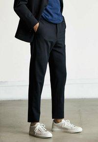 Massimo Dutti - Trousers - blue-black denim - 0