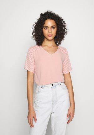 OBJZOE - T-shirts med print - misty rose