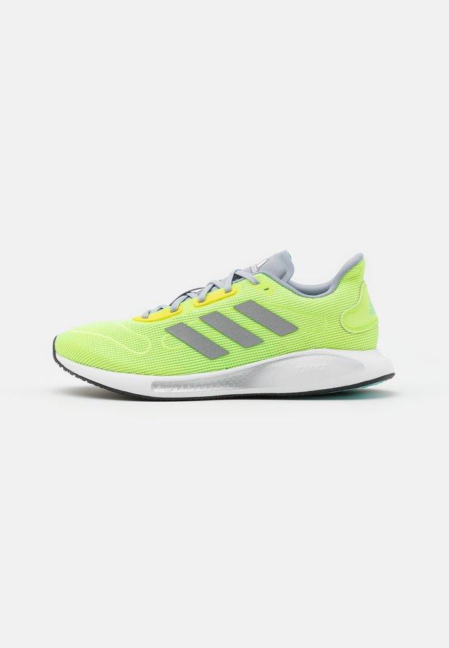 GALAXAR RUN - Neutrální běžecké boty - hi-res yellow/silver metallic/halo silver
