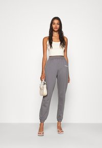 Missguided - BASIC JOGGER - Joggebukse - dark grey - 1